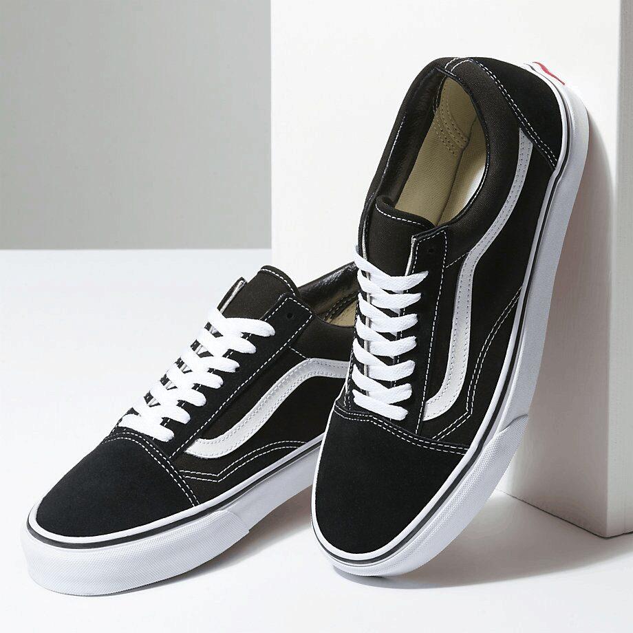 Tổng quan đôi giày Vans đen Old Skool Classic Black Vans vault đáng mua