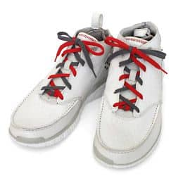 Cách buộc dây giày hai màu