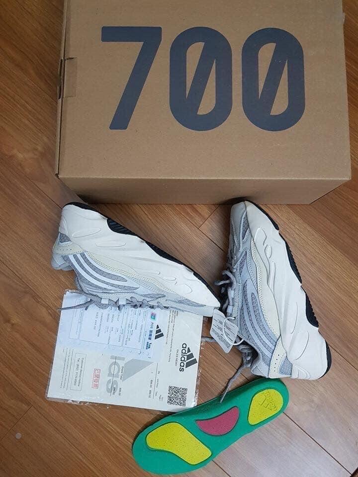 Giày Thể Thao Adidas Yeezy 700 V2 Static Phản Quang full phụ kiện