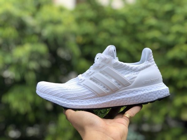 Giay the thao Ultra Boost 4.0 Triple White Nam Nu 2