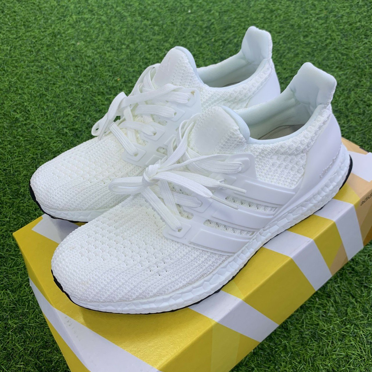 Giay the thao Ultra Boost 4.0 Triple White Nam Nu 3