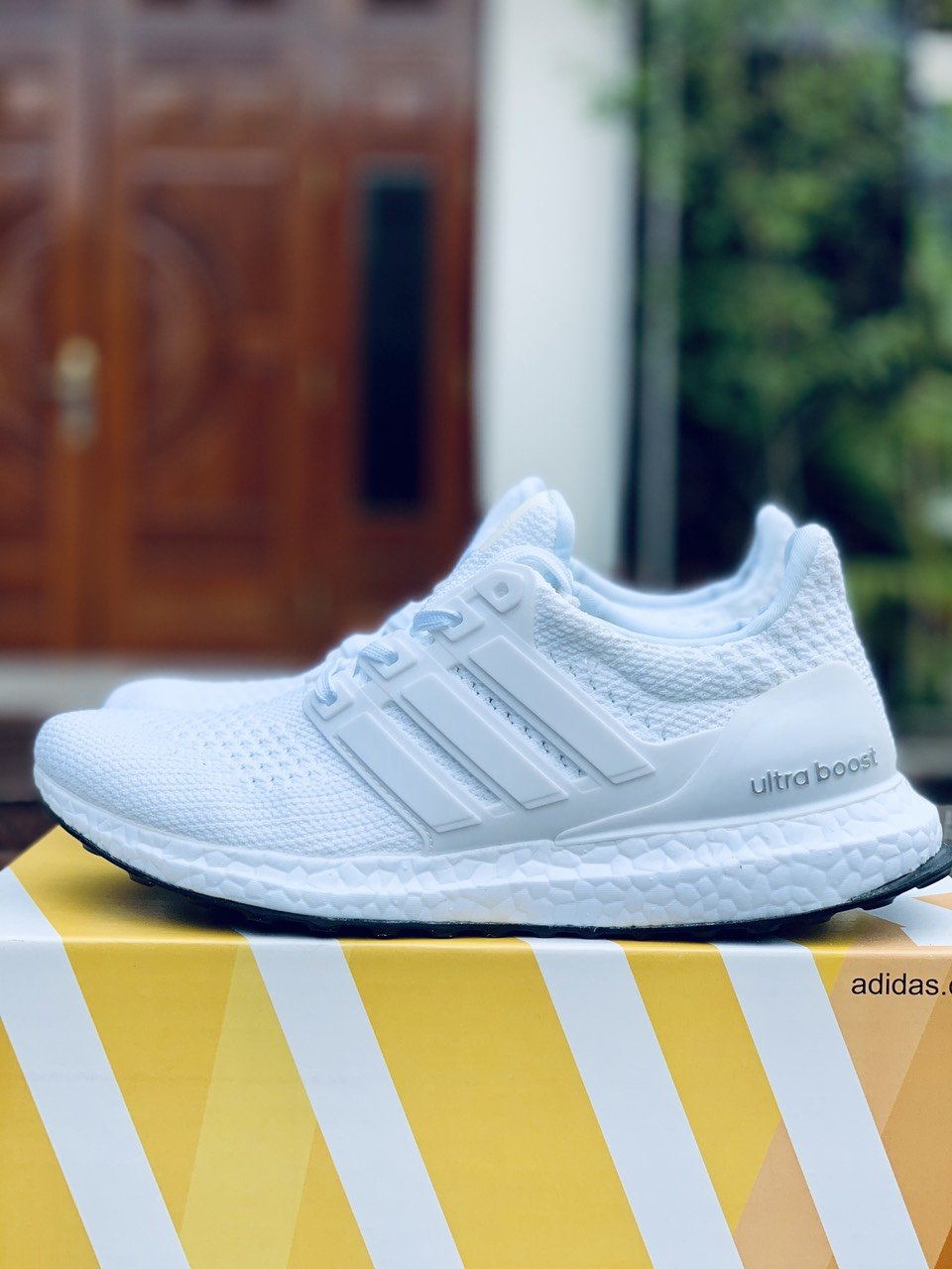Giày thể thao Ultra Boost 4.0 Triple White
