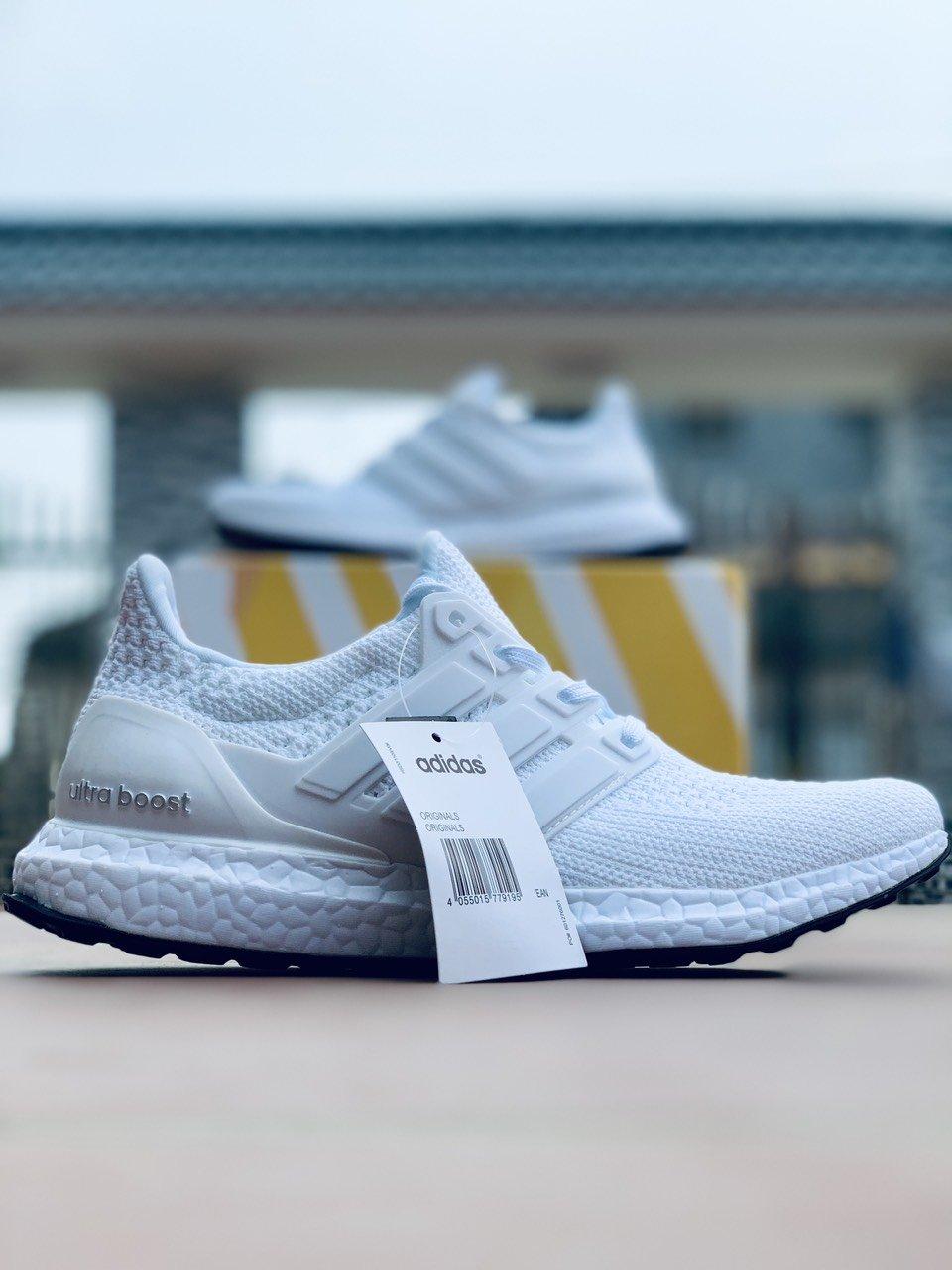 Giày thể thao Ultra Boost 4.0 Triple White giá rẻ