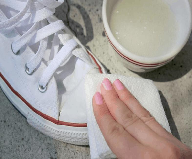 Sử dụng chất tẩy trắng ( Ảnh Nguồn: Intenet)