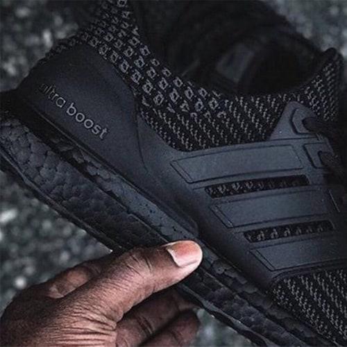 Giày thê thao Ultra Boost 4.0 Triple Black hàng Replica