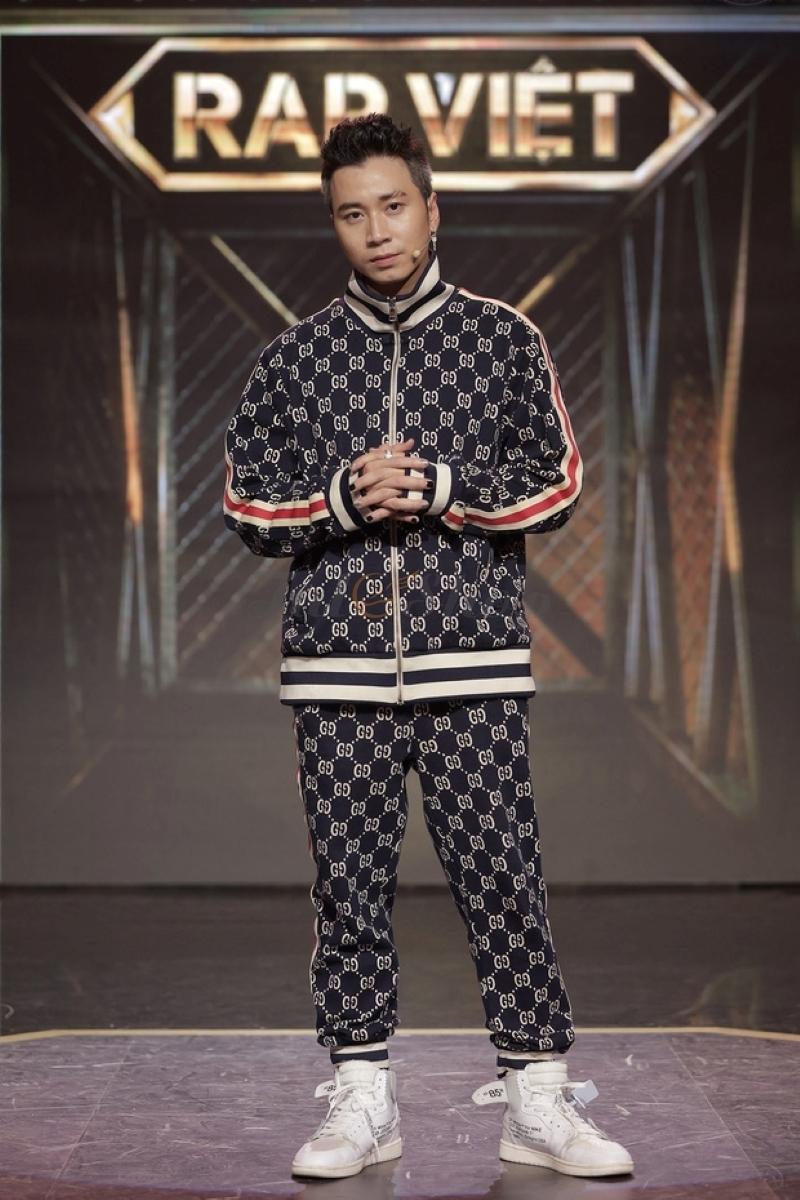 Nike Jordan 1 Retro High Off White White Sneaker duoc Karik dien trong tap 9 cua Rap Viet