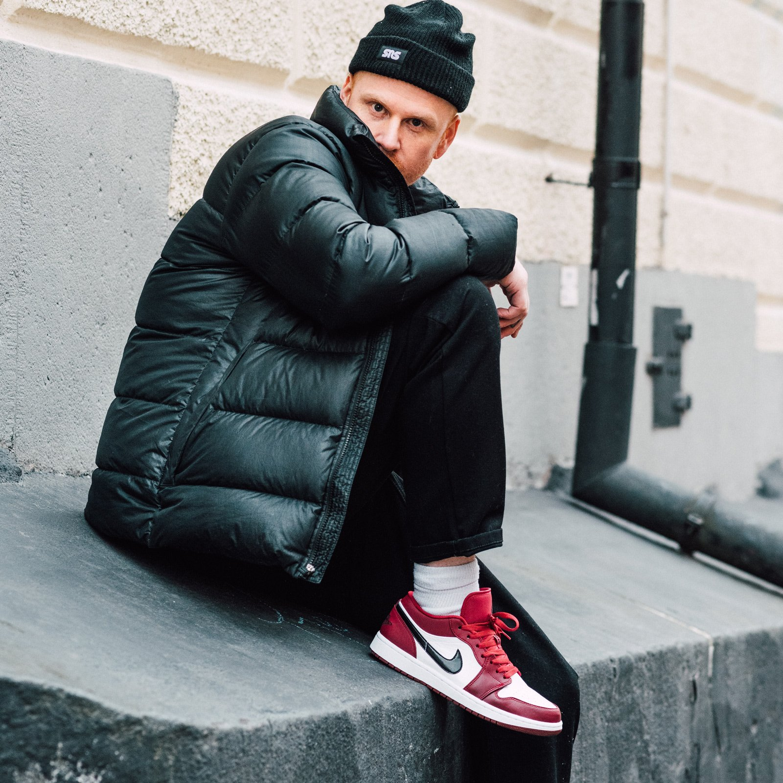Ao khoac nhe Quan kaki Tat sang mau Bi quyet de ton sneaker