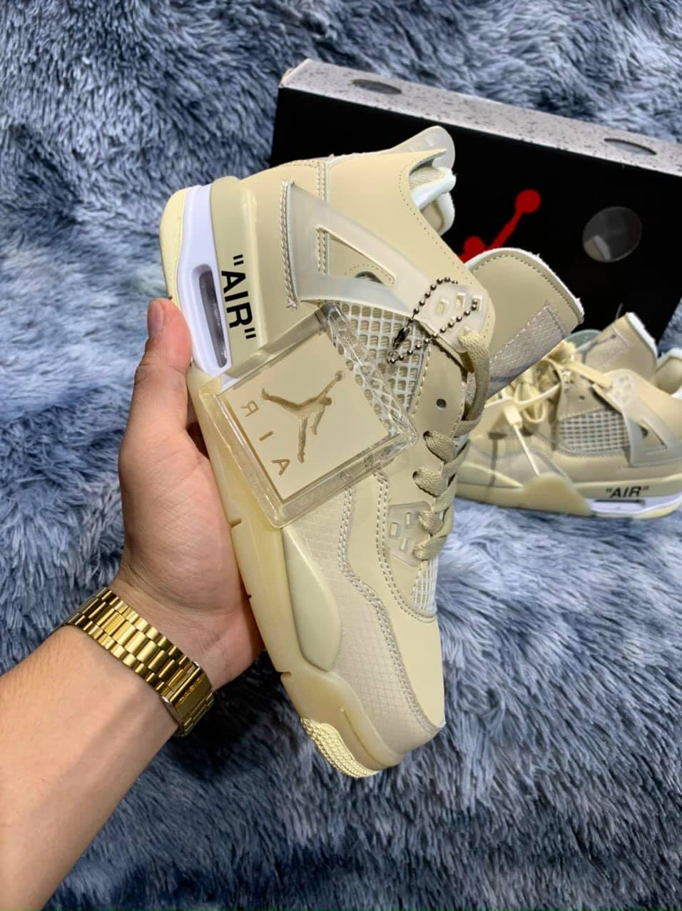 Trên tay giày Nike Air Jordan 4 Retro Off-White Sail