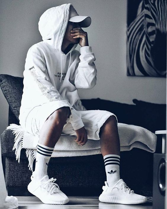 Giay the thao trang Yeezy Boost 350 V2 Cream White phoi do