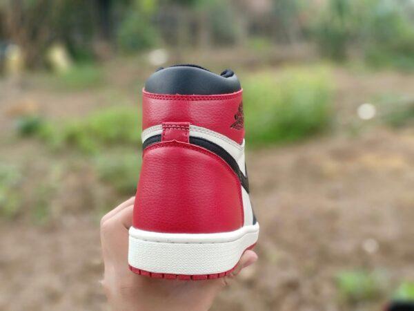 Nike Air Jordan 1 Mid Chicago Toe 3