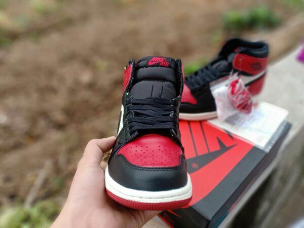 Nike Air Jordan 1 Mid Chicago Toe 4