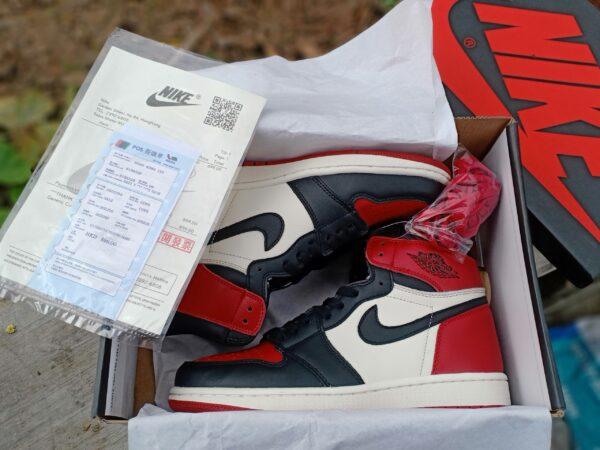 Nike Air Jordan 1 Mid Chicago Toe 5
