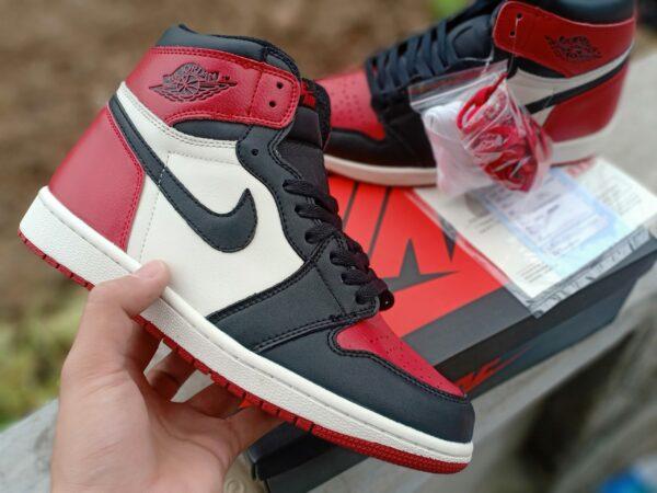 Nike Air Jordan 1 Mid Chicago Toe 6