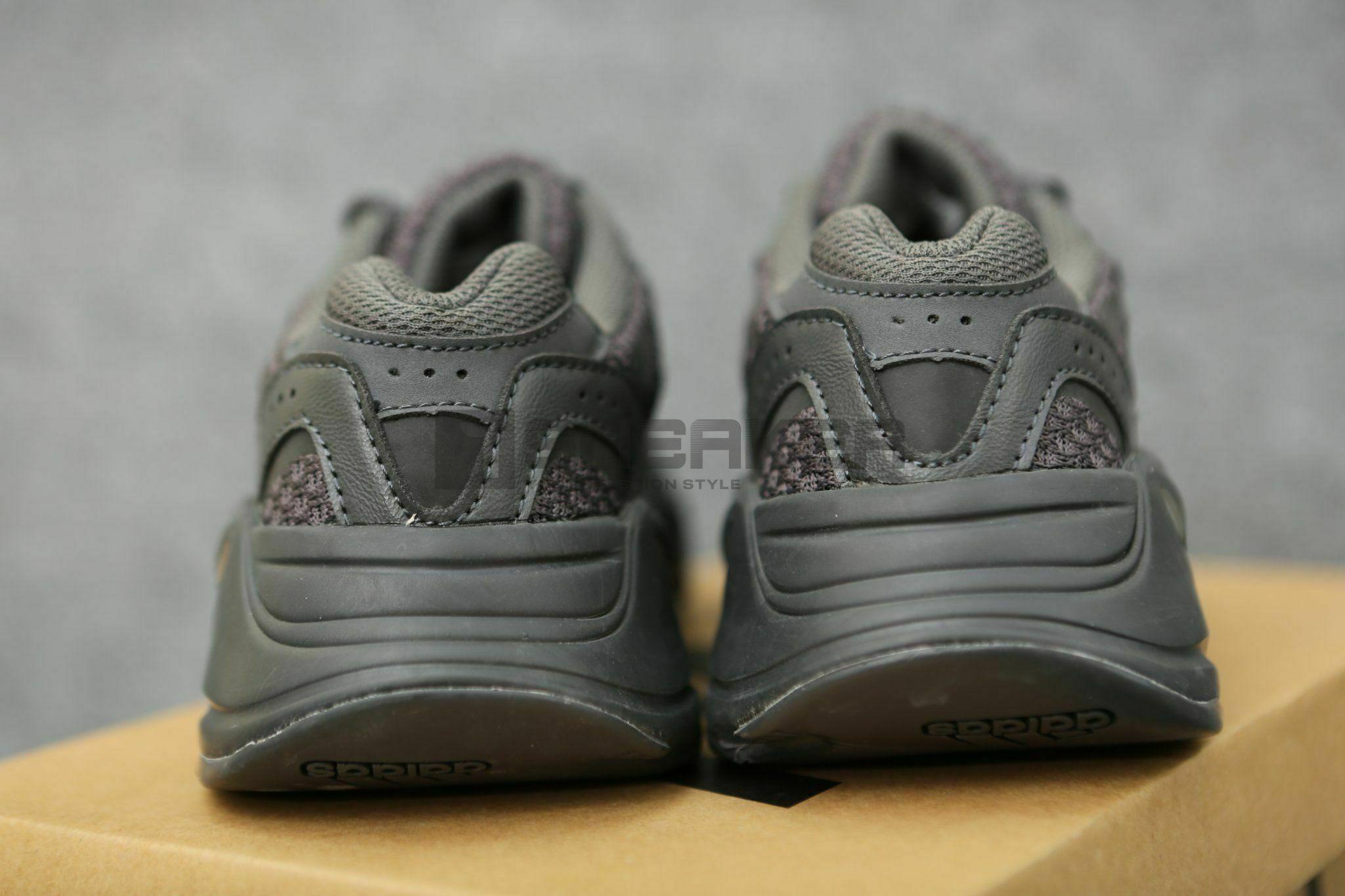 Adidas Yeezy Đen V2 700 Vanta Black mặt sau