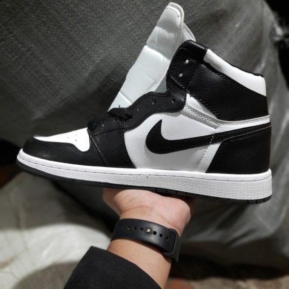 Trên tay Giày Nike Air Jordan 1 Panda Đen Trắng
