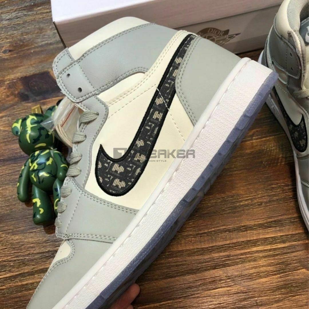 Hông giày Nike Air Jordan 1 Retro High Dior