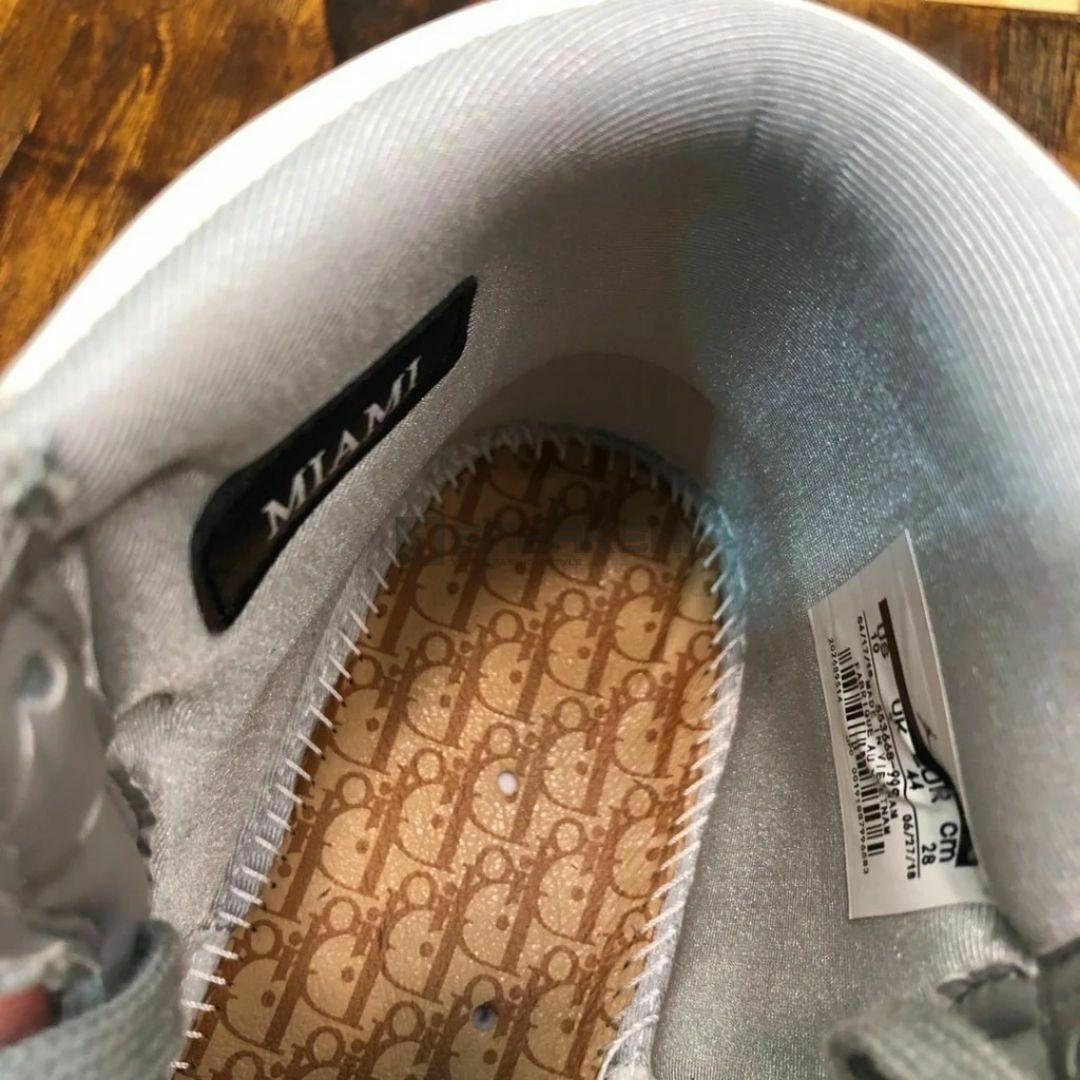Bên trong giày Nike Air Jordan 1 Retro High Dior