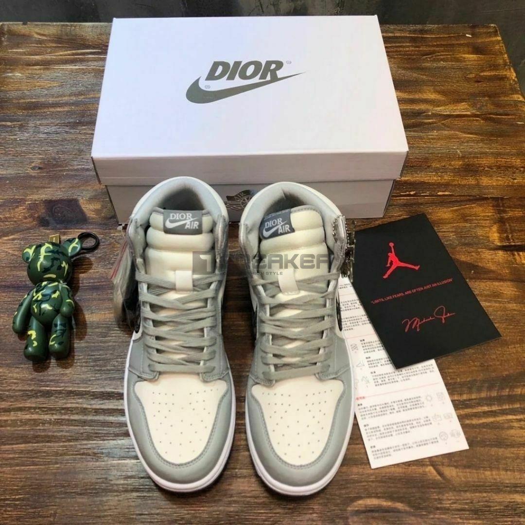 Hộp giày Nike Air Jordan 1 Retro High Dior và phụ kiện