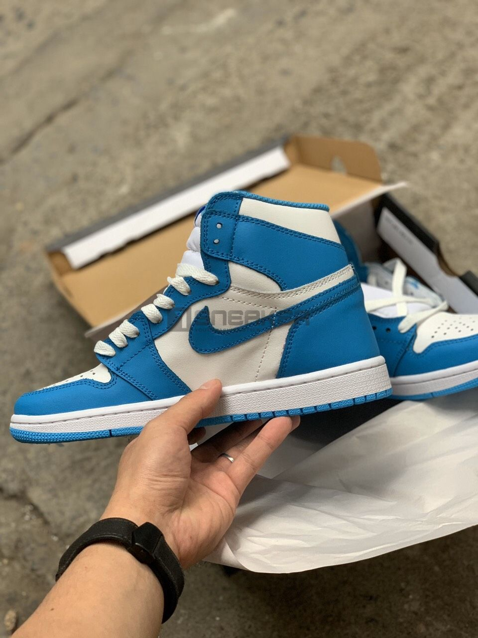 Nike Air Jordan 1 Retro High UNC