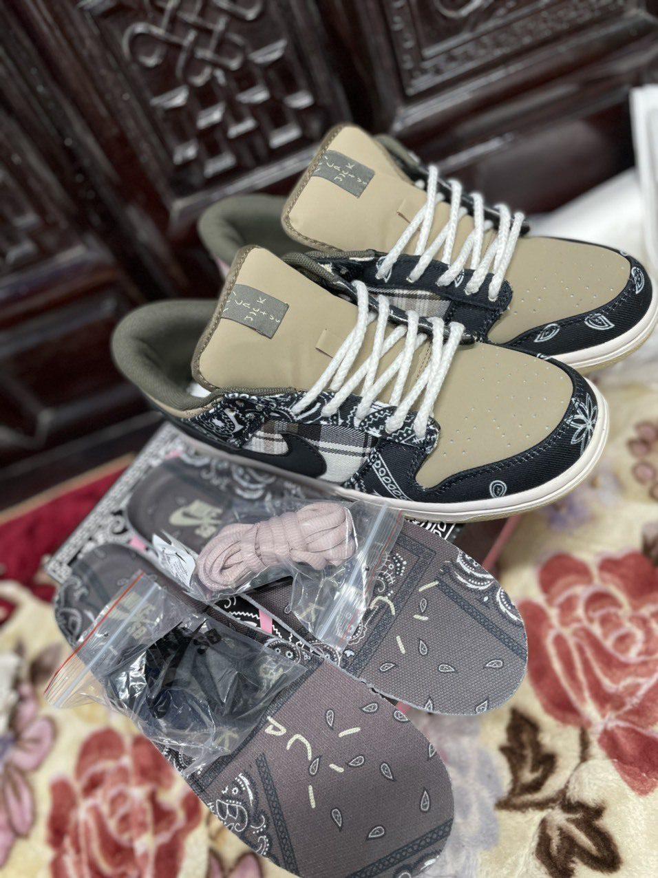 Lót giày và dây đi kèm Nike SB Dunk Low Travis Scott