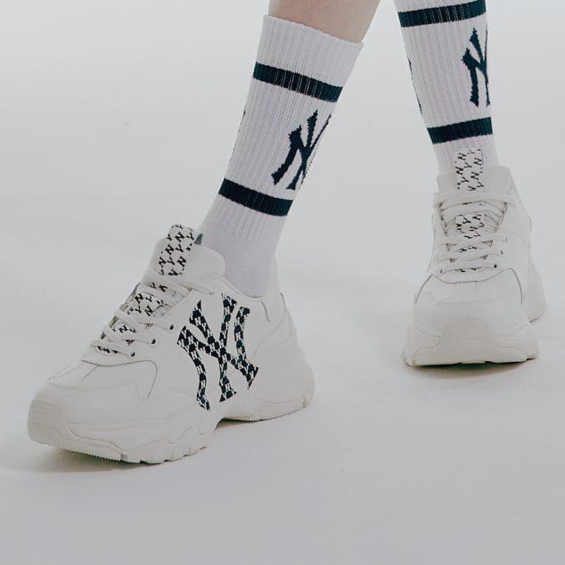 MLB Chunky Monogram LT New York Yankees mẫu giày phối đồ chỉnh chu và phong cách.