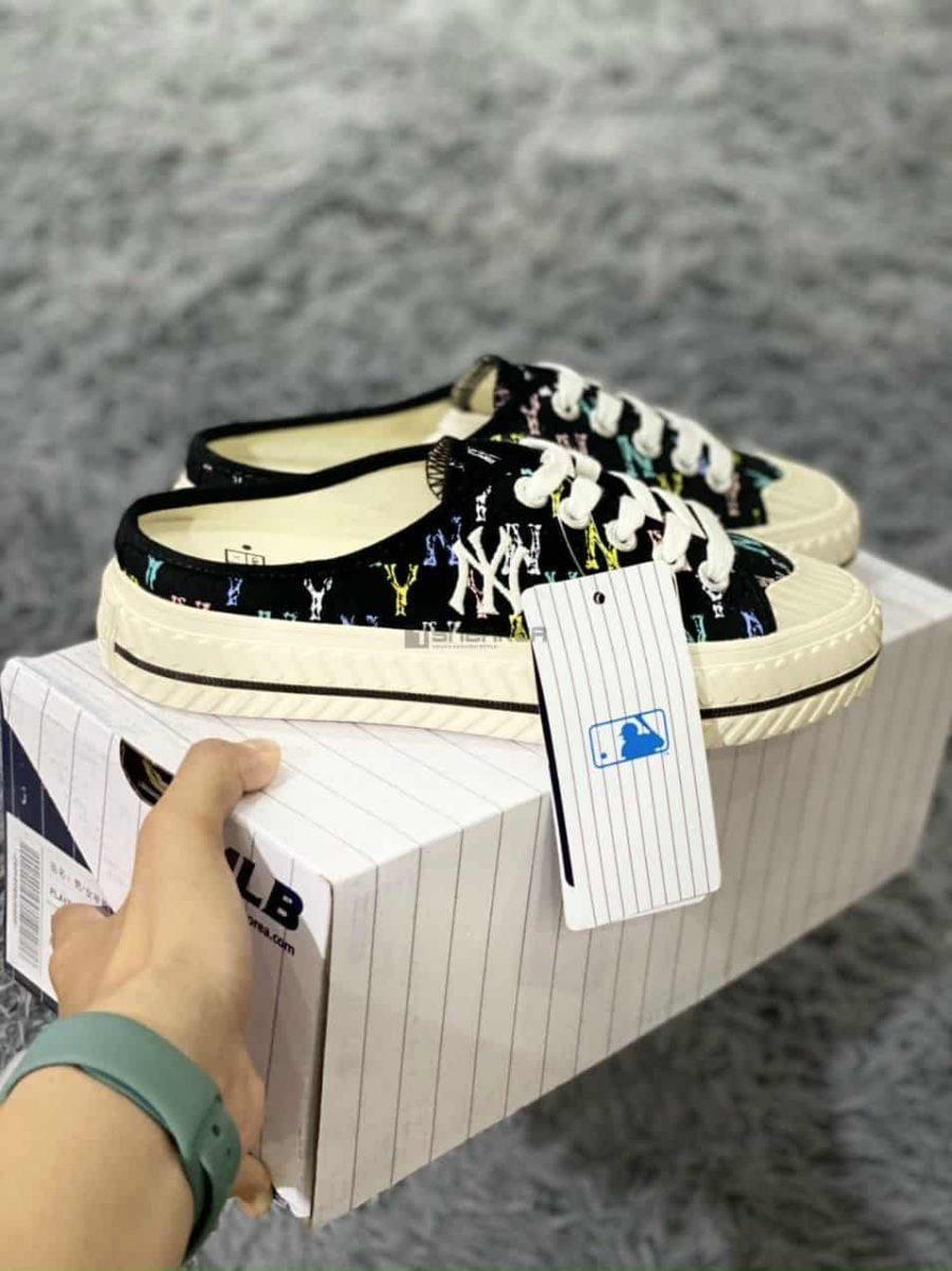 Hộp giày kèm theo với đôi giày sục mlb ny đạp gót Đen Trắng