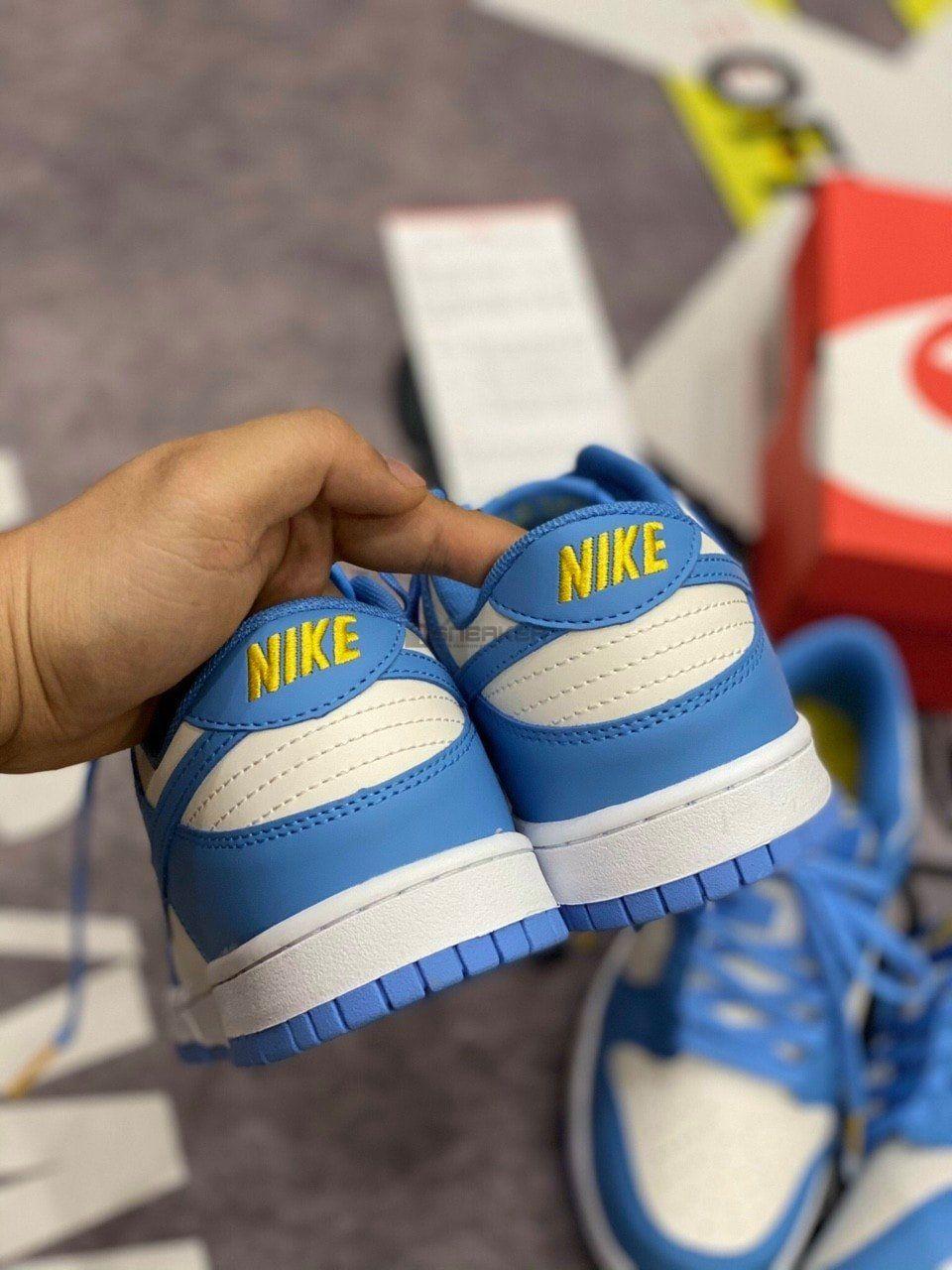 Logo Nike Vàn trên em Nike Dunk Low Coast